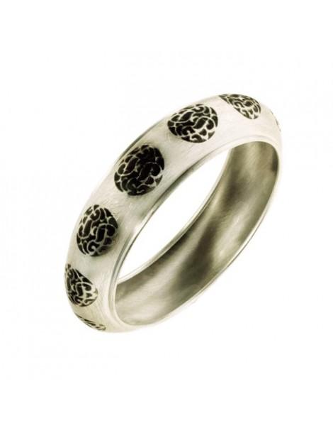 Disegno arabesco per questo bracciale rigido in argento