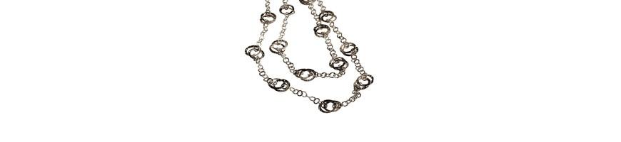 Mujer collares hechos a mano en plata fina, joyería artesanal hecha en Italia